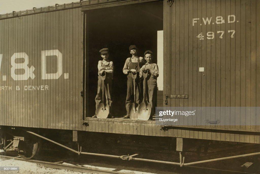 3 Boys in Box Car : News Photo