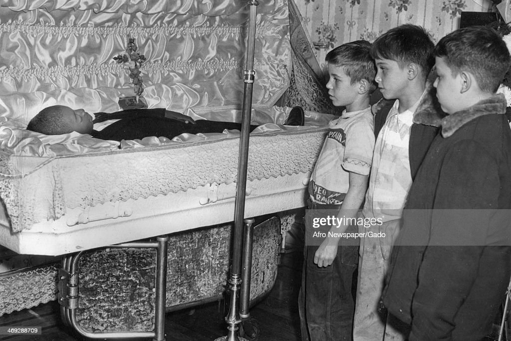 Children At A Funeral : News Photo