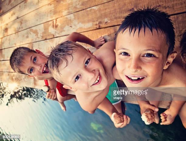 Drei jungen Sommer Urlaub