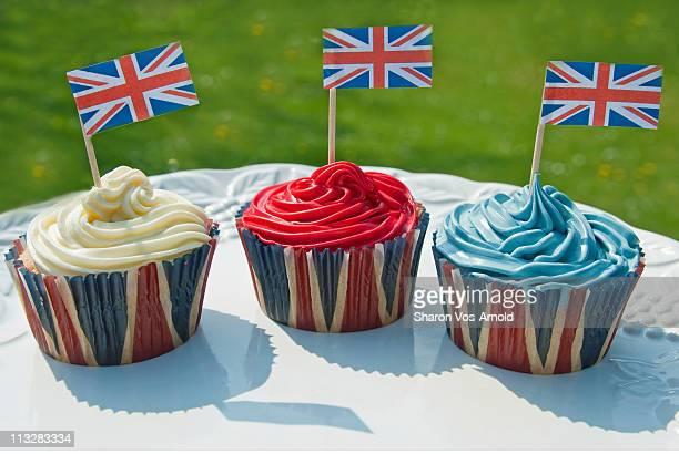 three british cupcakes - british flag cake stock pictures, royalty-free photos & images