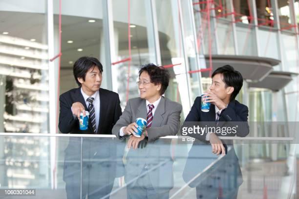 休憩中のビジネスマン3人 - 休憩中 ストックフォトと画像