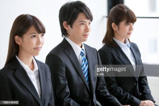 three businessmen sitting in a chair - abbigliamento da lavoro formale foto e immagini stock