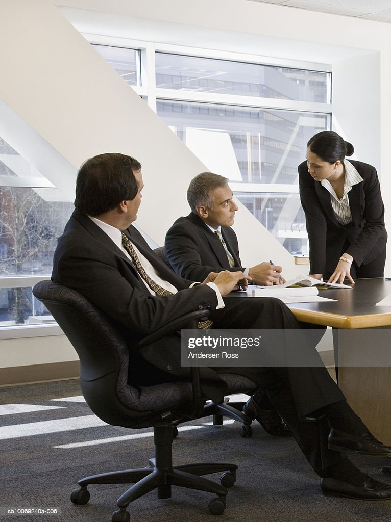 Three businesspeople discussing : Stockfoto