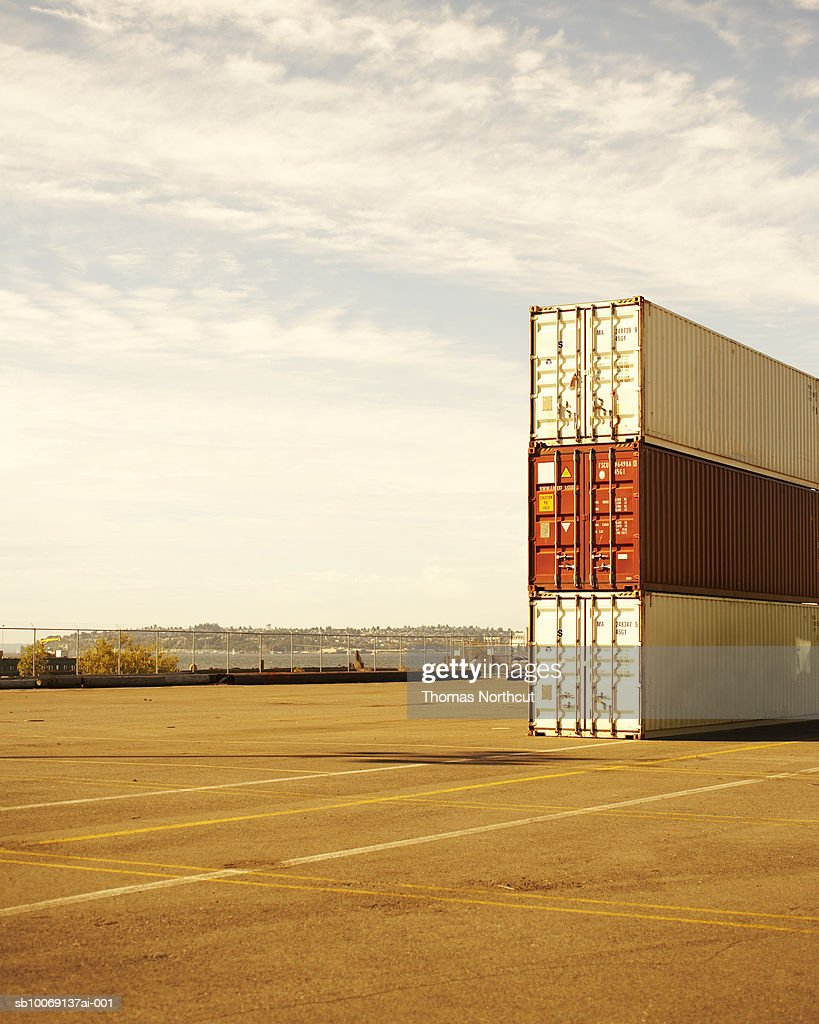 Three cargo containers in dock : Stockfoto