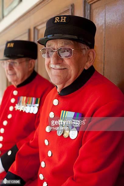 three chelsea pensioners - hugh sitton - fotografias e filmes do acervo
