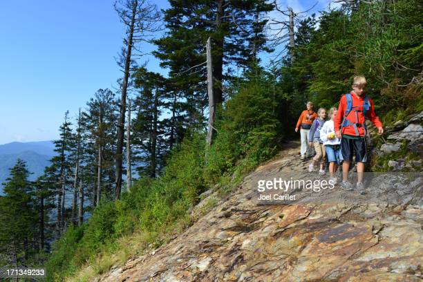 hiking family in smoky mountains - great smoky mountains national park stock pictures, royalty-free photos & images