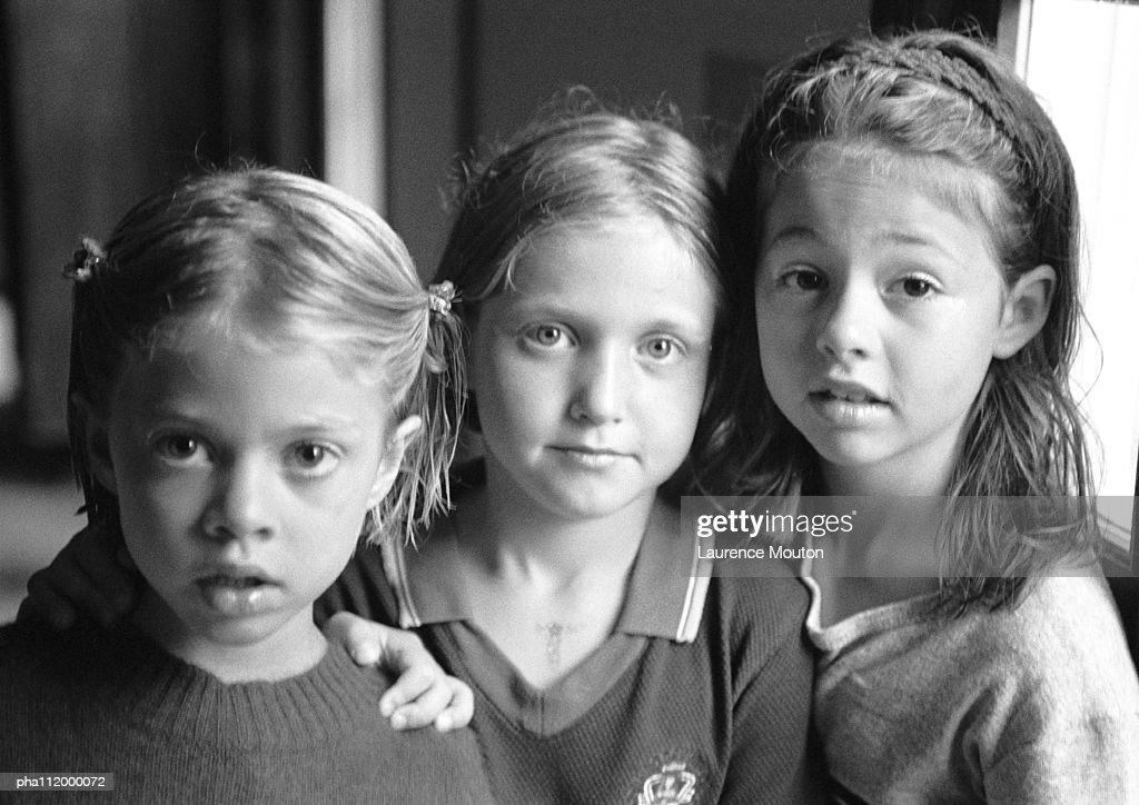 Three children side by side, portrait, b&w : Stockfoto
