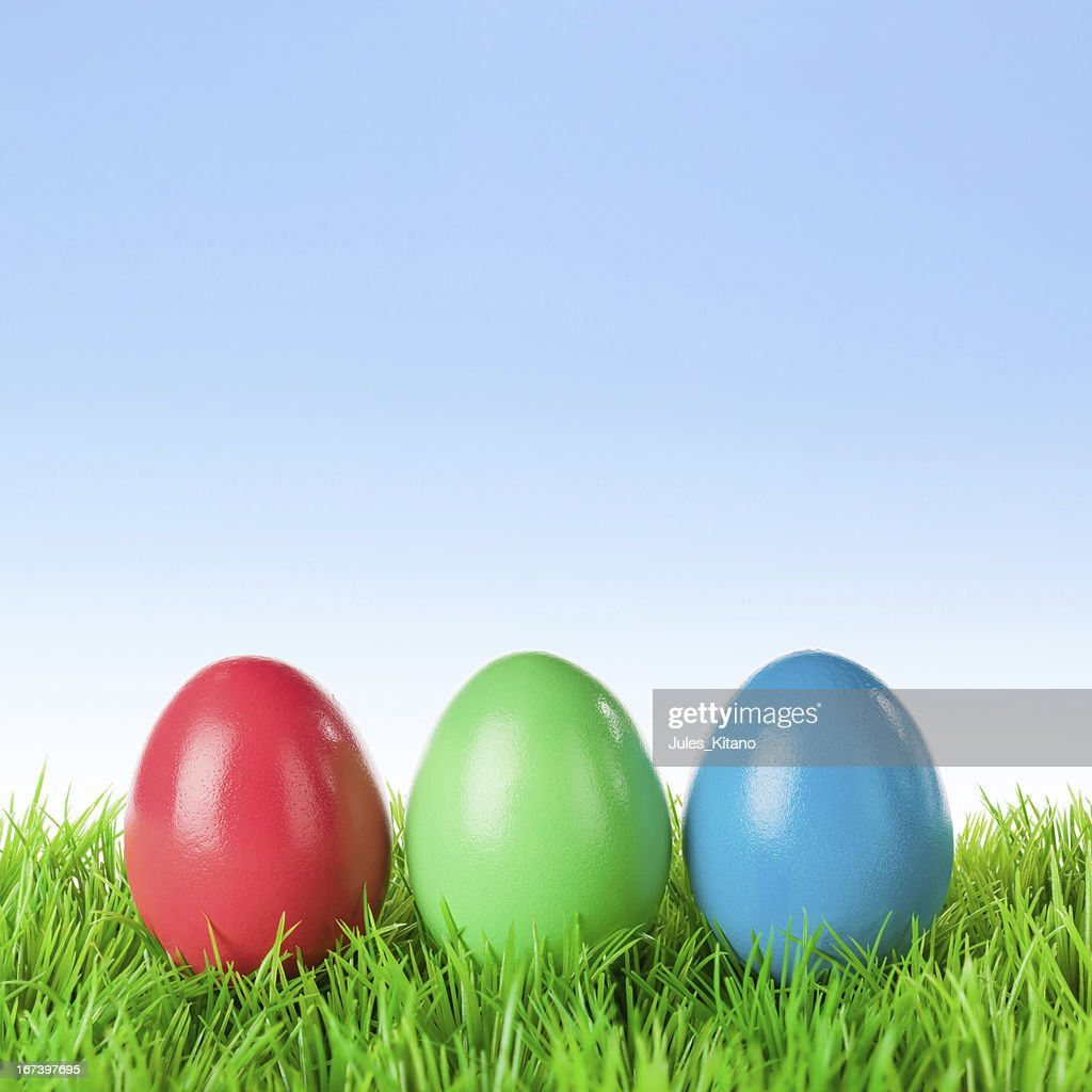 Tre uova di Pasqua colorate : Foto stock