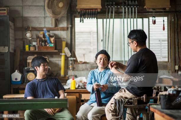 スタジオで休んで 3 職人