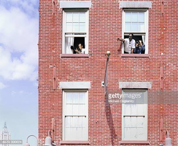 three detectives in building - voyeurismo fotografías e imágenes de stock