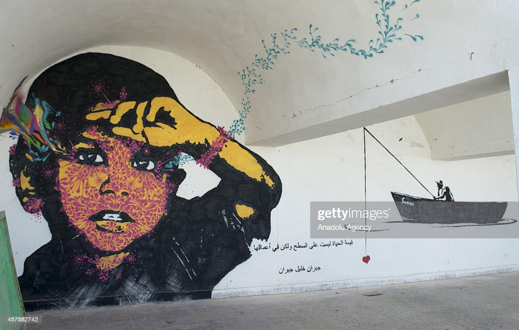 Paintings on walls attract tourist attention in Tunisia : News Photo