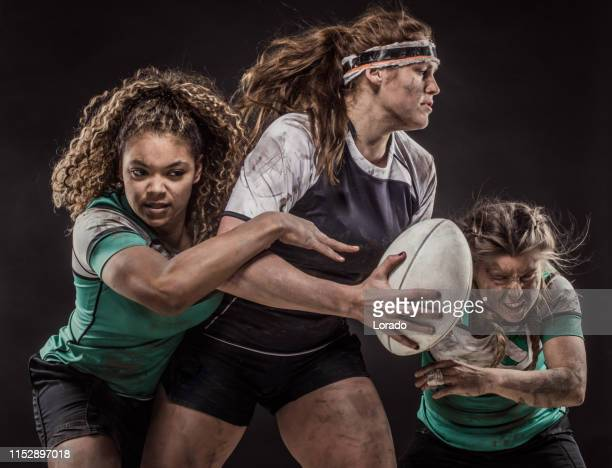 drei schmutzige rugby-spieler - frauen rugby stock-fotos und bilder