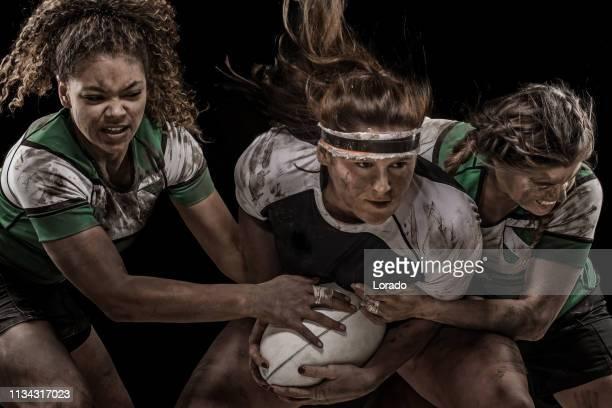 drei weibliche rugby-spieler - frauen rugby stock-fotos und bilder