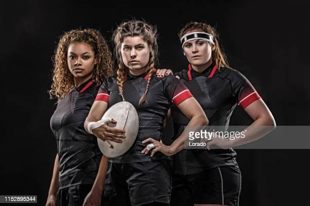 3人の女性ラグビー選手スタジオ - ラグビートーナメント ストックフォトと画像