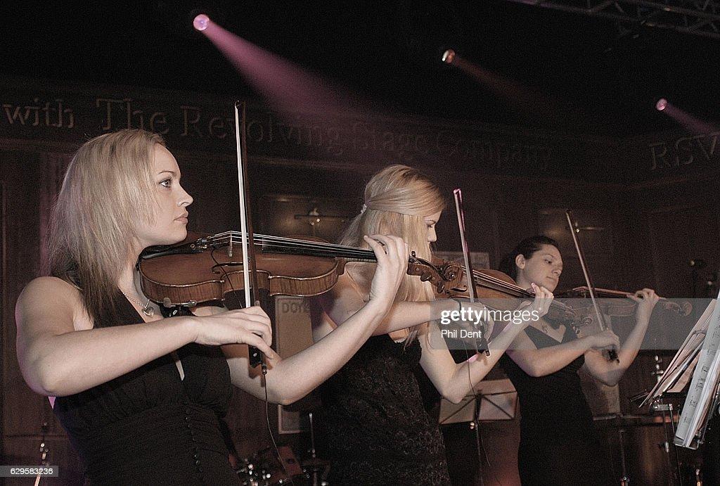 Violinists : Nachrichtenfoto