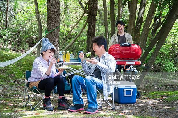 3 つのご友人とご一緒にお楽しみいただけます。バーベキューキャンプ