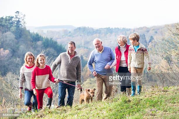 Drei Generation Familie in der Landschaft