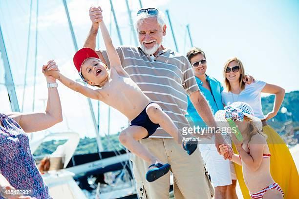 Famille de trois génération sur les vacances