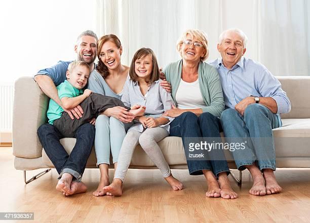 tres generaciones familia - atestado fotografías e imágenes de stock
