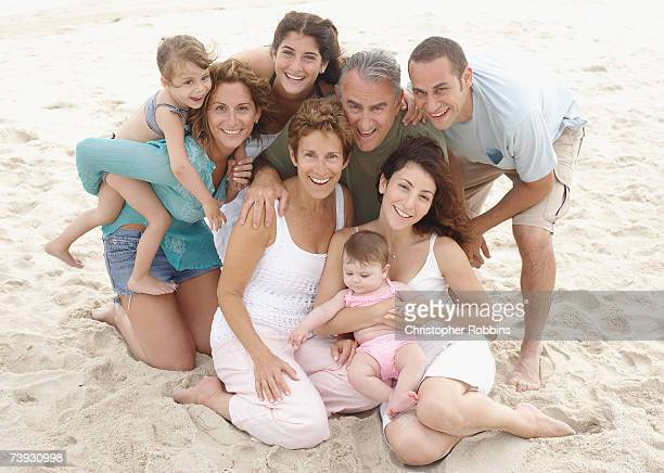 three generations of family with children (12 months to 7 years) on sandy beach - 30 39 years stockfoto's en -beelden