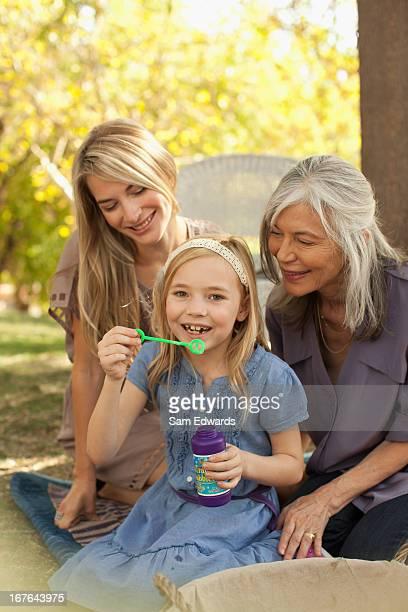 Drei Generationen von Frauen Blasen Blasen
