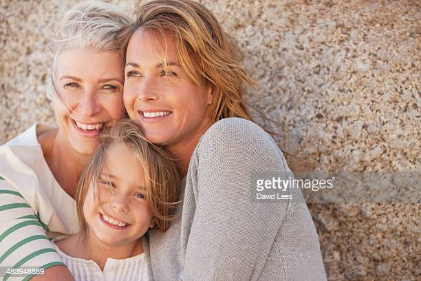 three generations of women smiling outdoors - familia de dos generaciones fotografías e imágenes de stock