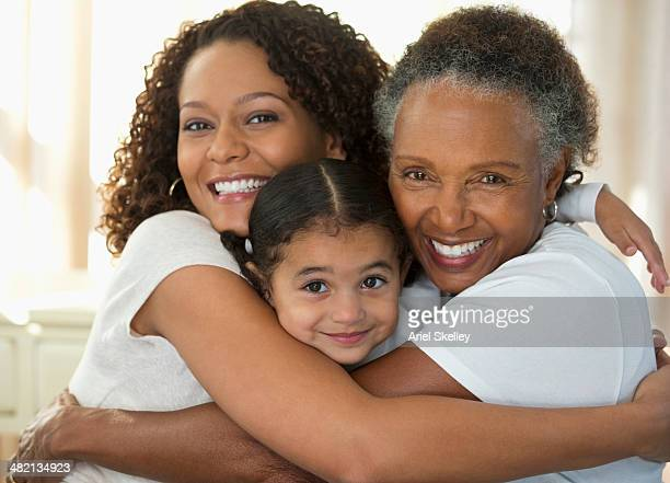 three generations of women smiling together - dia das maes - fotografias e filmes do acervo