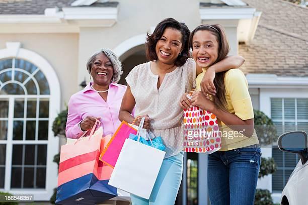 Drei Generationen shopping
