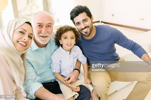 アラビア風の 3 つの Genration 家族た自分撮り