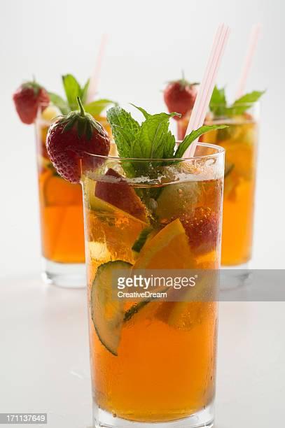 Drei Gläser erfrischenden Fruchtpunch Getränke