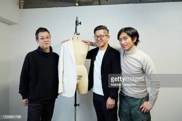 three japanese mature men standing with mannequin - 集合写真 ストックフォトと画像