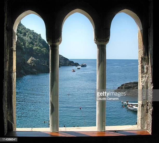 Three mullioned window - Trifora
