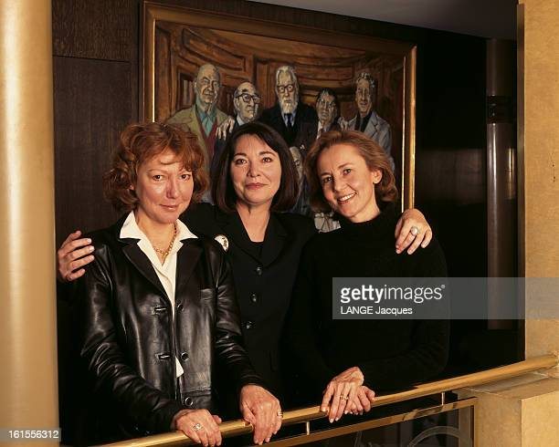 Three Novelists Laureates Of Great Literary Awards 1998 Together Around The Goncourt Table At Drouant Les trois romancières lauréates des grands prix...