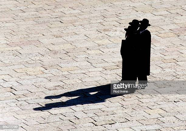 three orthodox jews in jerusalem - wailing wall stock pictures, royalty-free photos & images