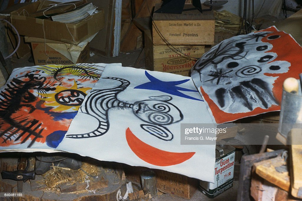 Three Paintings by Alexander Calder in the Artist's Studio : Fotografía de noticias