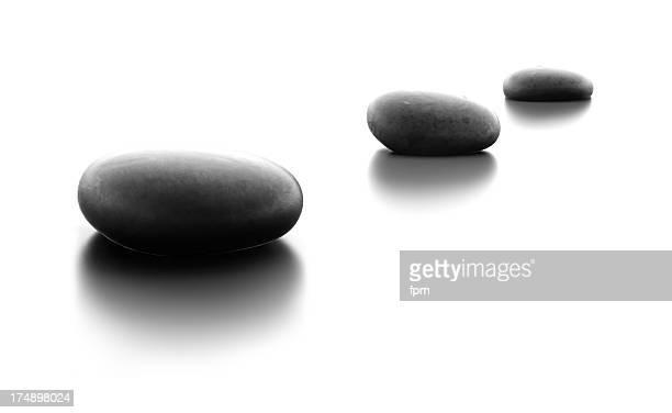 Drei Kiesel Steine in eine Zeile