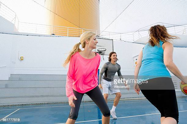 three people playing basketball on a deck of a cruise ship - ponte di una nave foto e immagini stock