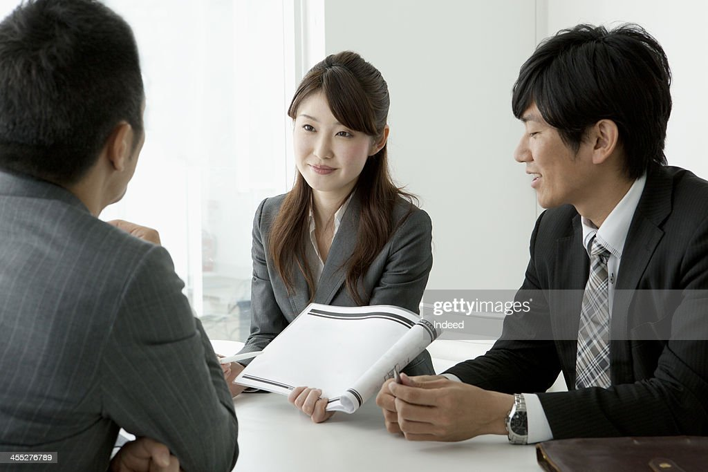 BUSINESS SCENE Three persons in a meeting : Stock Photo