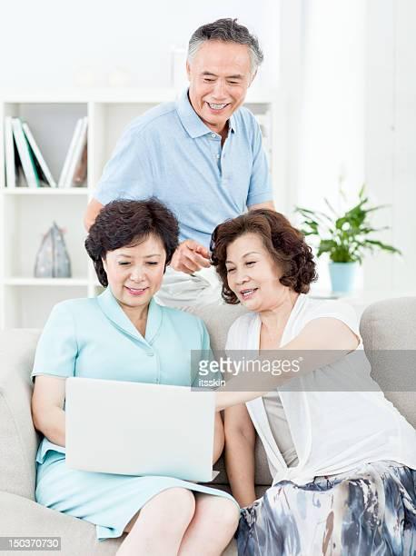 Trois senior asiatique personnes