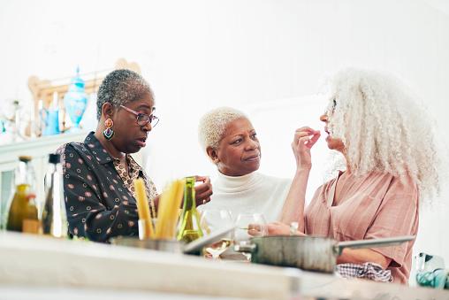three senior women cooking in kitchen - gettyimageskorea