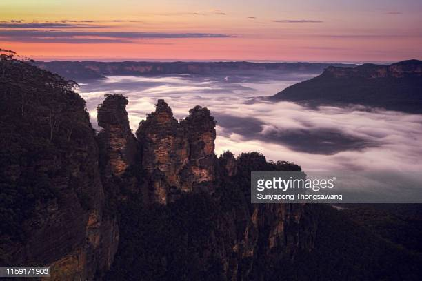 three sister rock at blue mountain national park in new south wale, australia. - blue mountains national park stock pictures, royalty-free photos & images