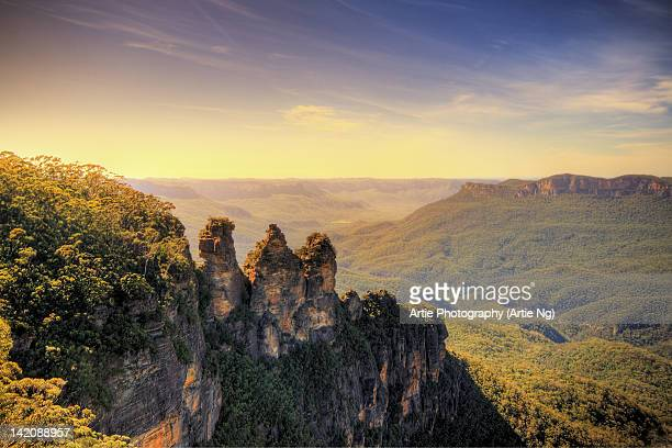 three sisters at echo point - katoomba stock pictures, royalty-free photos & images