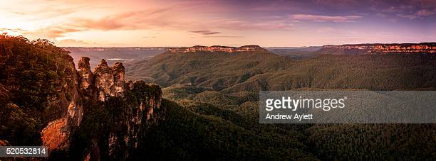 three sisters blue mountains - katoomba stock pictures, royalty-free photos & images
