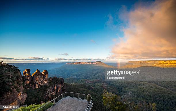 three sisters in blue mountains national park - katoomba stock pictures, royalty-free photos & images