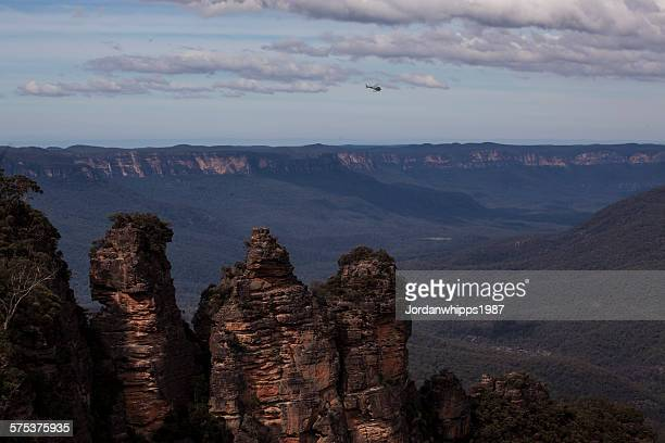 three sisters - blue mountains national park stock pictures, royalty-free photos & images