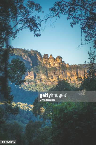 three sisters rock formation - katoomba stock pictures, royalty-free photos & images