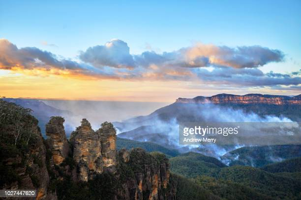 three sisters with smoke in the jamison valley from bushfire, blue mountains national park, australia - katoomba stock pictures, royalty-free photos & images