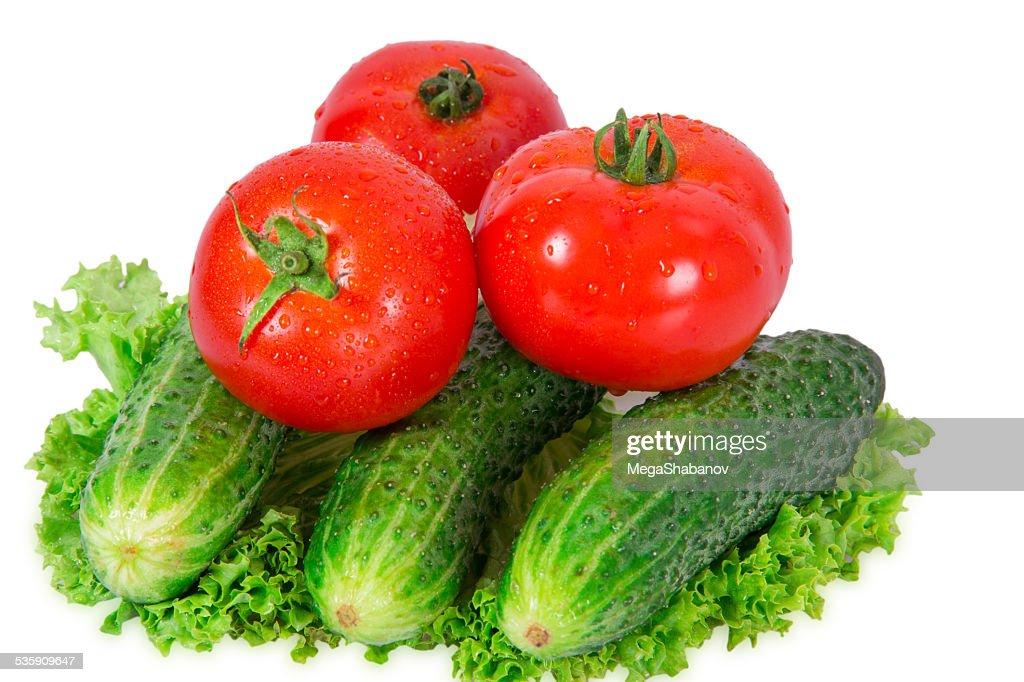 Tres tomates y tres pepino : Foto de stock
