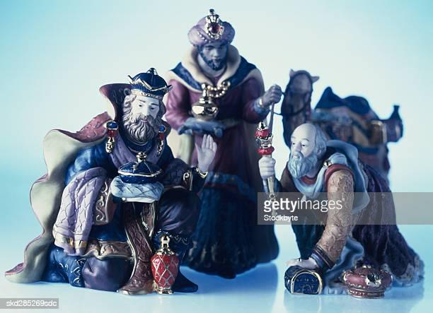 three wise kings nativity statues - reyes magos fotografías e imágenes de stock
