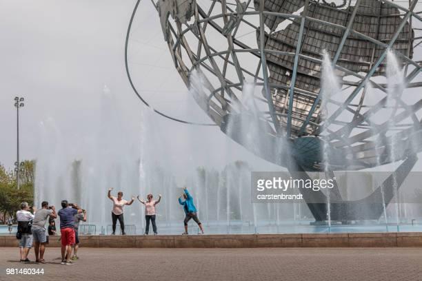 3 つの女性が写真のポーズ - ユニスフェア ストックフォトと画像